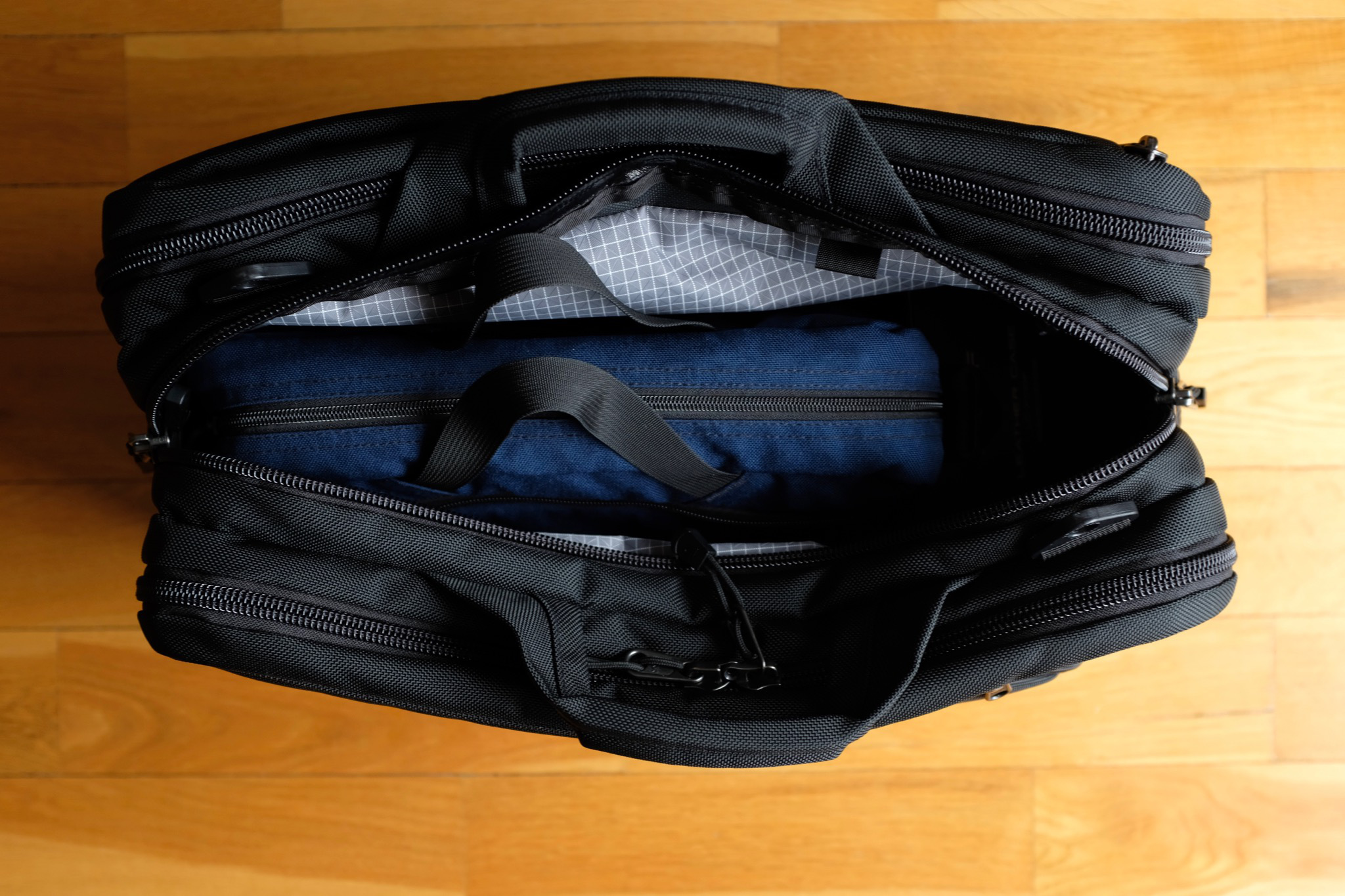 A Daylight Briefcase perfectly fits into the middle compartment of the Tri-Star
